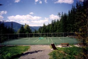 Secluded tennis court just down the hill